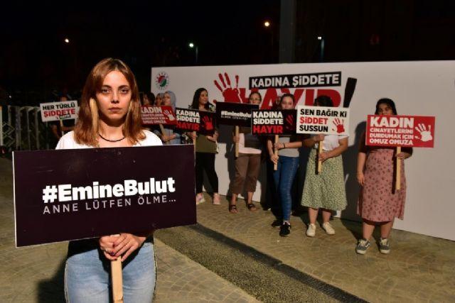 """Турецкий пикет """"нет насилию над женщинами"""""""